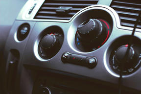10 Quick and Cheap Car Cleaning Tips